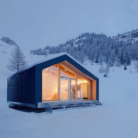 LEAPfactory installs prefabricated ski and snowboard school beside Mont Blanc 86545 thumb