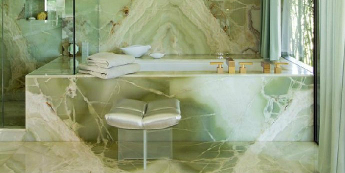 Luxurious Bathroom Designs 6 Luxurious Bathroom Designs That Will Blow You Away feat 14